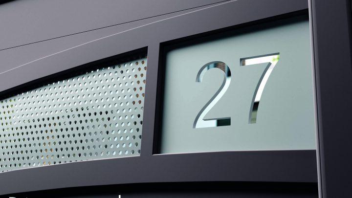 Personnalisation d'un portail en aluminium de la marque Tschoeppé