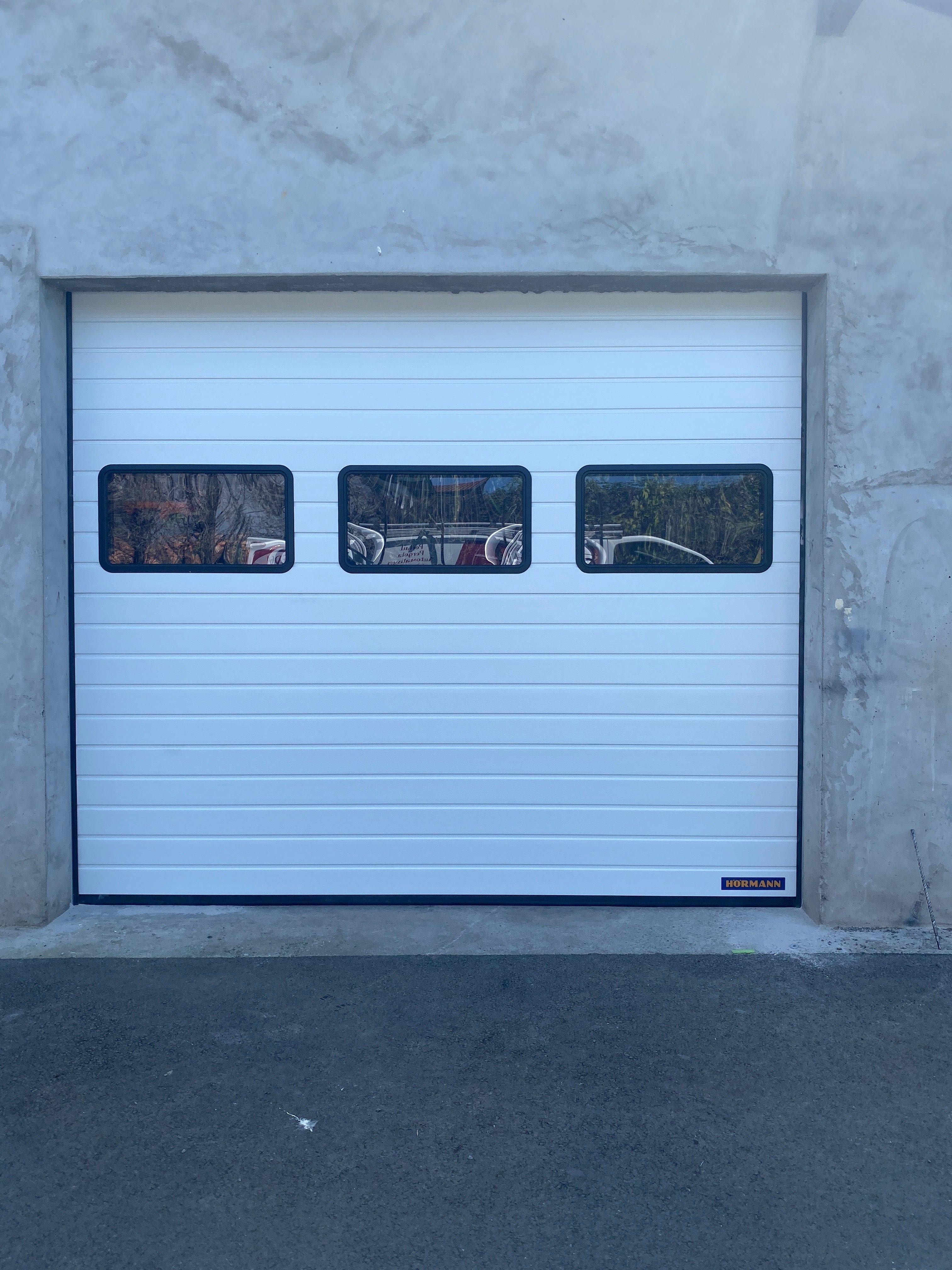 Porte sectionnelle industrielle HORMANN installé par votre artisan AED64 au coeur du Pays basque