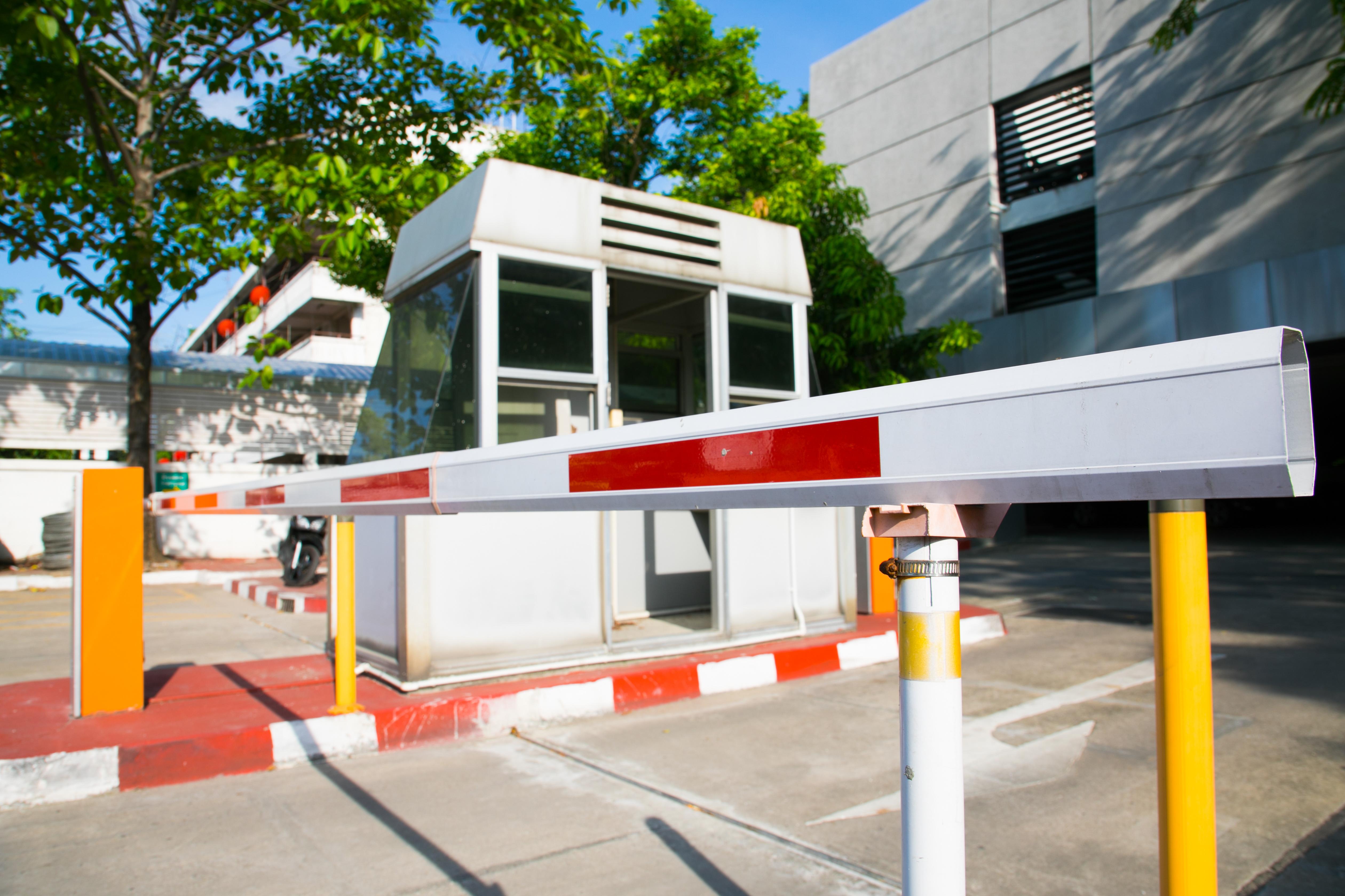 Barrière motorisée contrôle d'accès FAAC, BFT, CAME